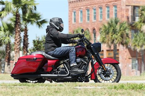 Harley Davidson Road King Seat by 2017 Harley Davidson Road King Special Ride Fast Facts