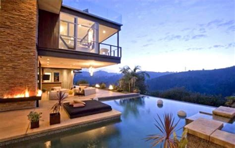 ashton kutcher and mila kunis bought 10 000 000 house