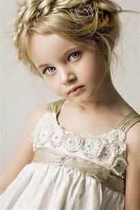 des coiffures pour petites filles qui vont vous faire