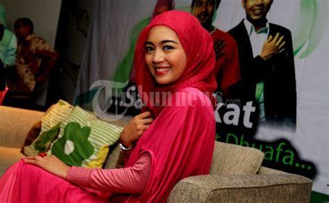 Baju Muslim Nuri Maulida mix and match busana muslim ala nuri maulida tribunnews