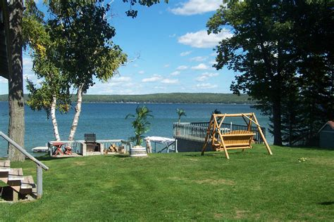 pictures of lake cottages hubbard lake michigan fishing west wind cottages lodging