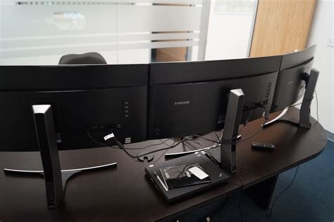 gaming desk for 3 monitors pc gaming on samsung s curved monitors gamecrate