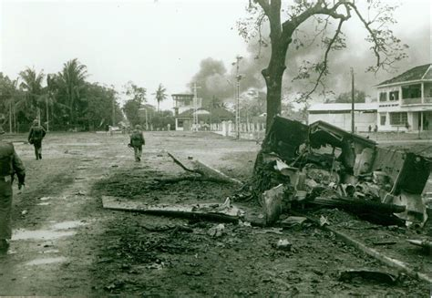 in the streets the battle for hue tet 1968 books file us marines move through streets of hue 1968