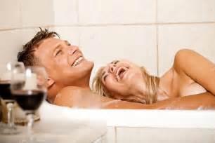 nackt badewanne happy bathing stock photo 169 imagerymajestic 1366235