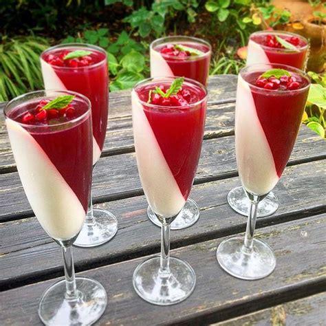 Panna Cotta Italienisch by Vanilla Yoghurt Panna Cotta With Pomegranate Jelly