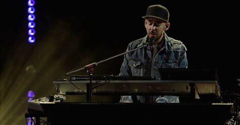 Kaos Musik Chester Bennington Linkin Park Kaos Original Gildan Cs07 listen to linkin park s new song looking for an answer