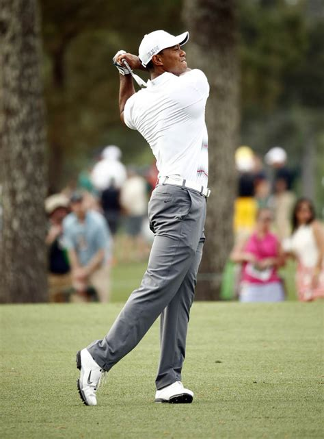 tiger woods swing change tiger woods is the latest nike athlete not wearing his new