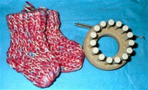 loom knit baby booties bev s loomed booties