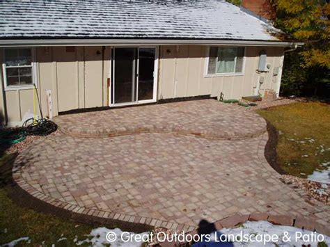 How To Dig For Paver Patio by Free Program Installing Patio Stones Grass