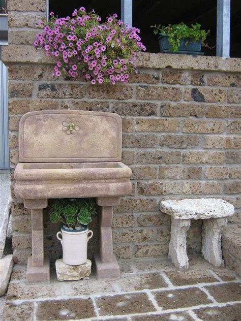 lavelli da esterno in pietra lavandini in pietra da giardino foto design mag