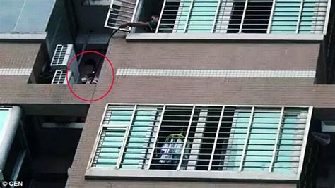 Chinese Woman S Lover Escapes Husband Through Window To