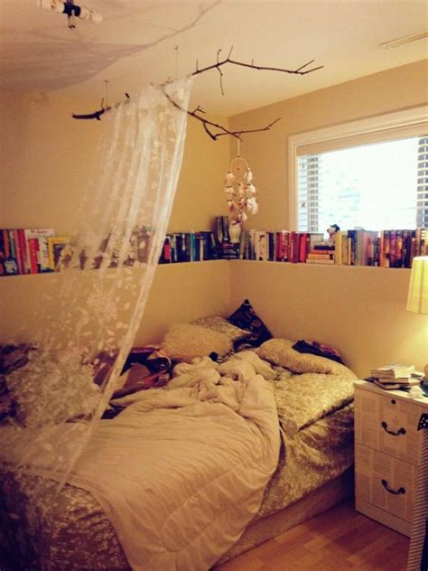 cosy teenage bedroom ideas love the catcher and book on pinterest