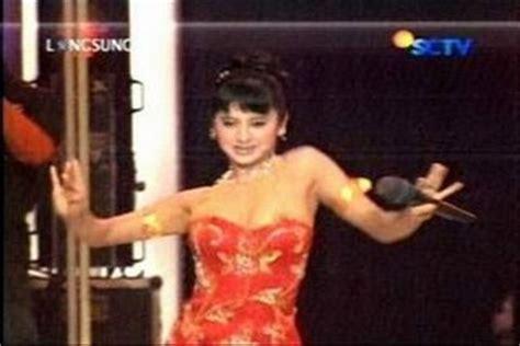 Foto Video Gambar Artis Kemben Melorot Dewi Persik | foto video gambar artis kemben melorot dewi persik