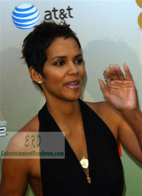 Halle Berry Wins Hotness Award   Entertainment Rundown