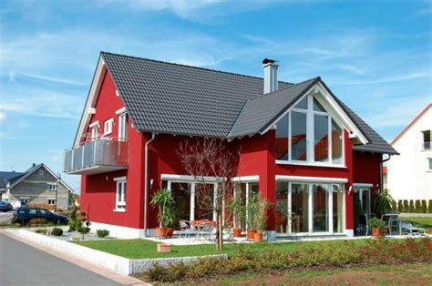 beispiele f 252 r fassadenfarben architektur zenideen - Rote Fassadenfarbe