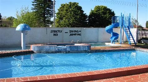 Garden City Pool 301 Moved Permanently