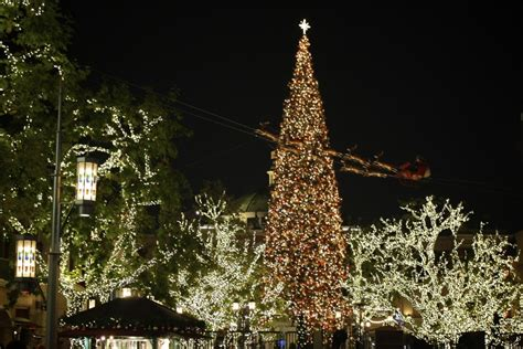 holiday greetings from the grove los angeles