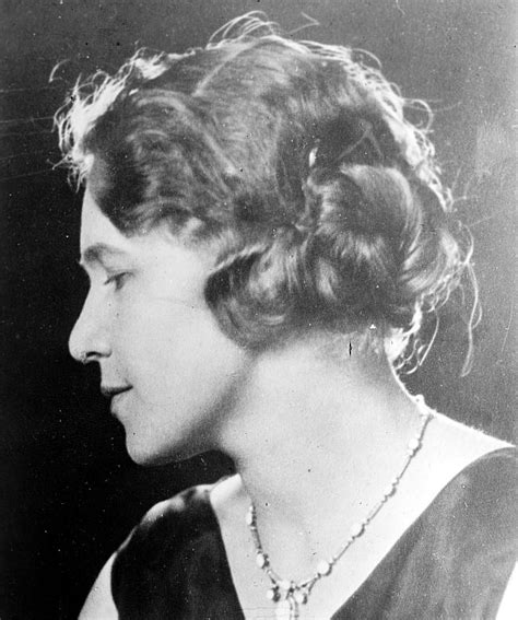 long curly hairstyles of the 20s and 30s 1920s hairstyles history long hair to bobbed hair