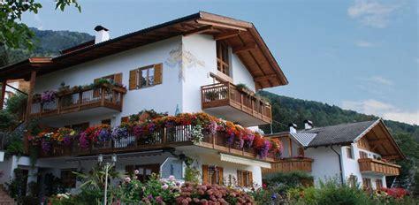 Haus Waldfrieden by Herzlich Willkommen Im Haus Waldfrieden In Dorf Tirol
