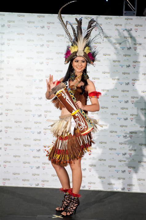 Elthof Qory Merah Kostum Nasional Indonesia Di Ajang Miss Universe 2005 2013