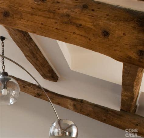 soffitte in cartongesso sottotetto una casa con travi a vista cose di casa