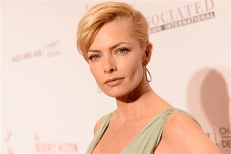 jaime pressly hairstyle for 30 year old anna s hair jaime pressly s los angeles home burglarized page six