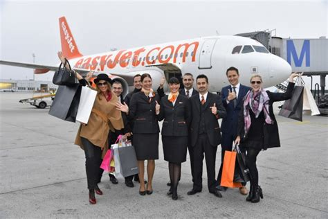 easyjet cabin crew recruitment easyjet announces recruitment of 1100 cabin crew and pilots