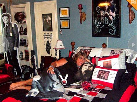 fandom themed bedroom 9 horrifying exles of twilight fandom from larosaknows
