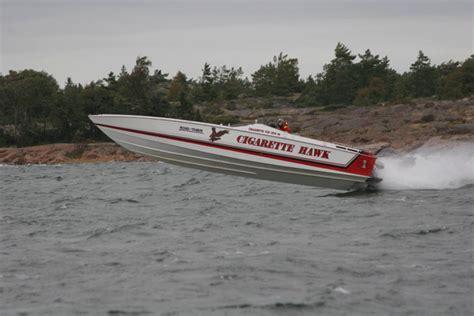 cigarette hawk boat classic hawk cigarettes show pics and info offshoreonly