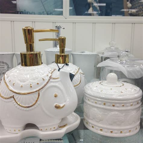 Cynthia Rowley Bathroom Accessories Tracy S Notebook Of Style Friday Favorites Homegoods Marshalls Pics Weekend Sales