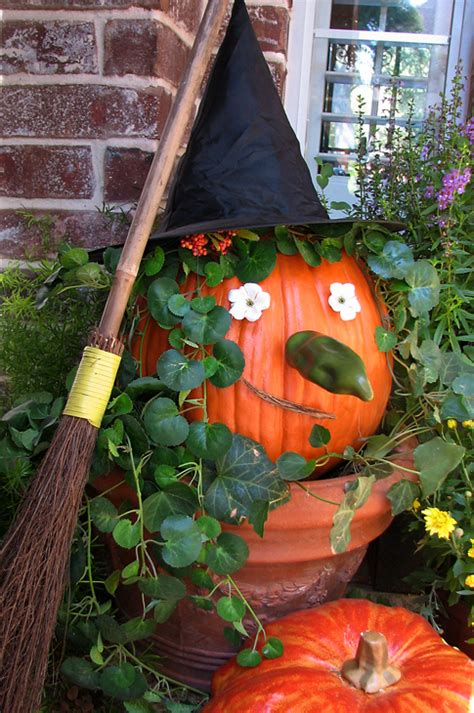 fun halloween decorating ideas hooked  houses