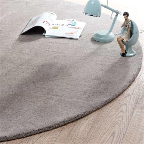 teppich rund 200 günstig teppich rund soft taupe 200 cm durchmesser maisons du monde