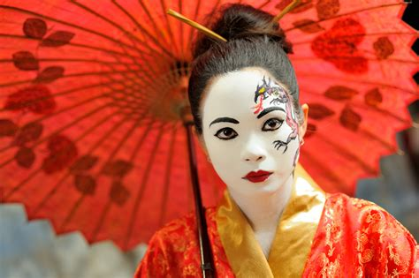 Japanesestyle file woman wearing dramatic japanese style make up jpg
