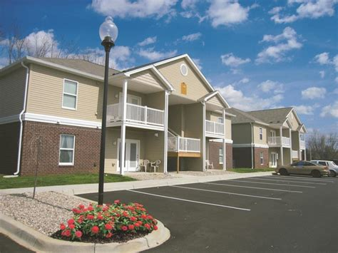 2 bedroom apartments in louisville ky river breeze apartments richardson props rentals