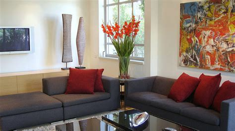inexpensive ways  decorate  living room feed