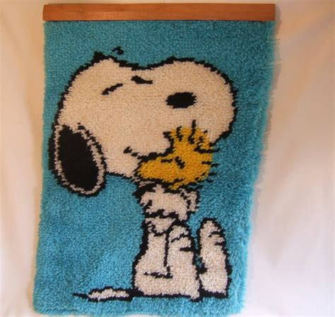 snoopy rugs vintage peanuts snoopy and woodstock latch hook rug wall hanging 20 quot x 27 quot crafty stuff