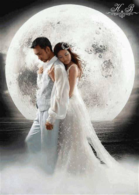 Imagenes De Parejas Romanticas En La Noche | imagen rom 225 ntica de novios con movimiento en noche de luna