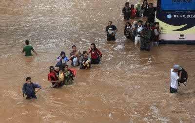 detiknews jakarta banjir 327 titik banjir di jakarta dengan ketinggian air hingga 3 m