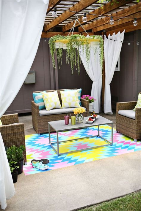 Paint Outdoor Rug by 100 Diys To Give Your Home A Makeover This Summer