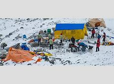 Photographer Documents Aftermath of Mt. Everest Avalanche ... 2015 Mount Everest Deaths