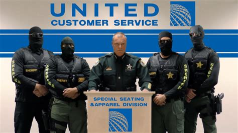 united airlines help desk the 12 funniest internet responses to united airlines