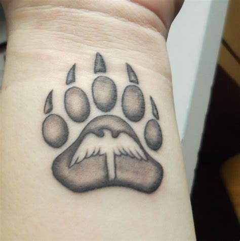 bear paw tattoo designs best 25 paw tattoos ideas on tattoos