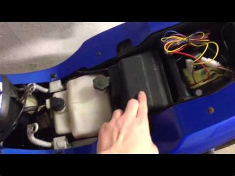 Motorradbatterie Honda Cbf 1000 by Motorradbatterie Austauschen Motorradbatterie Wechseln