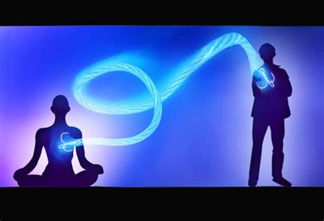 Energi Yang Bisa Diperbarui manusia dapat menyerap energi dari orang seperti yang juga dilakukan oleh tanaman erabaru
