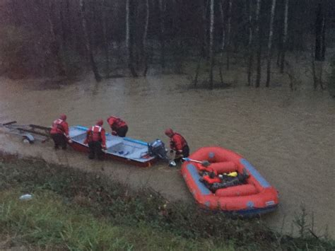 duck hunters boat capsized four duck hunters rescued when boat capsized on yellow