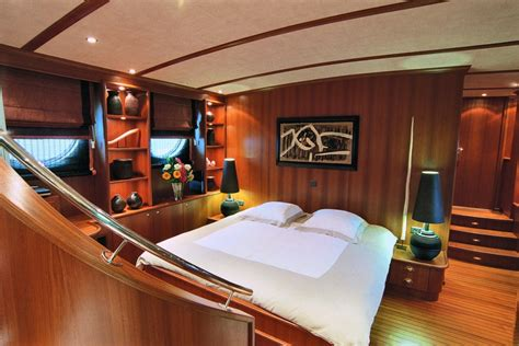 yacht bedroom yacht inside bedroom www imgkid com the image kid has it