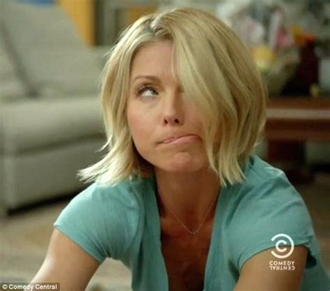 how does kelly ripa get her hair to be wvy kelly ripa gets stoned and drunk in hilarious broad city