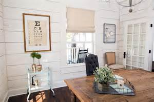 Shiplap Joanna Gaines Photos Hgtv S Fixer With Chip And Joanna Gaines Hgtv
