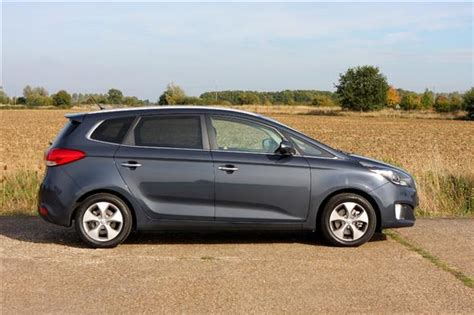 Kia Carens Parkers Kia Carens 2 1 7 Crdi Road Test Parkers