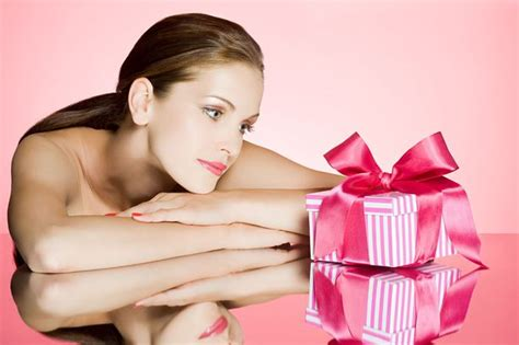 best christmas gift for your wife news celebrity what to buy your wife or girlfriend this christmas gift